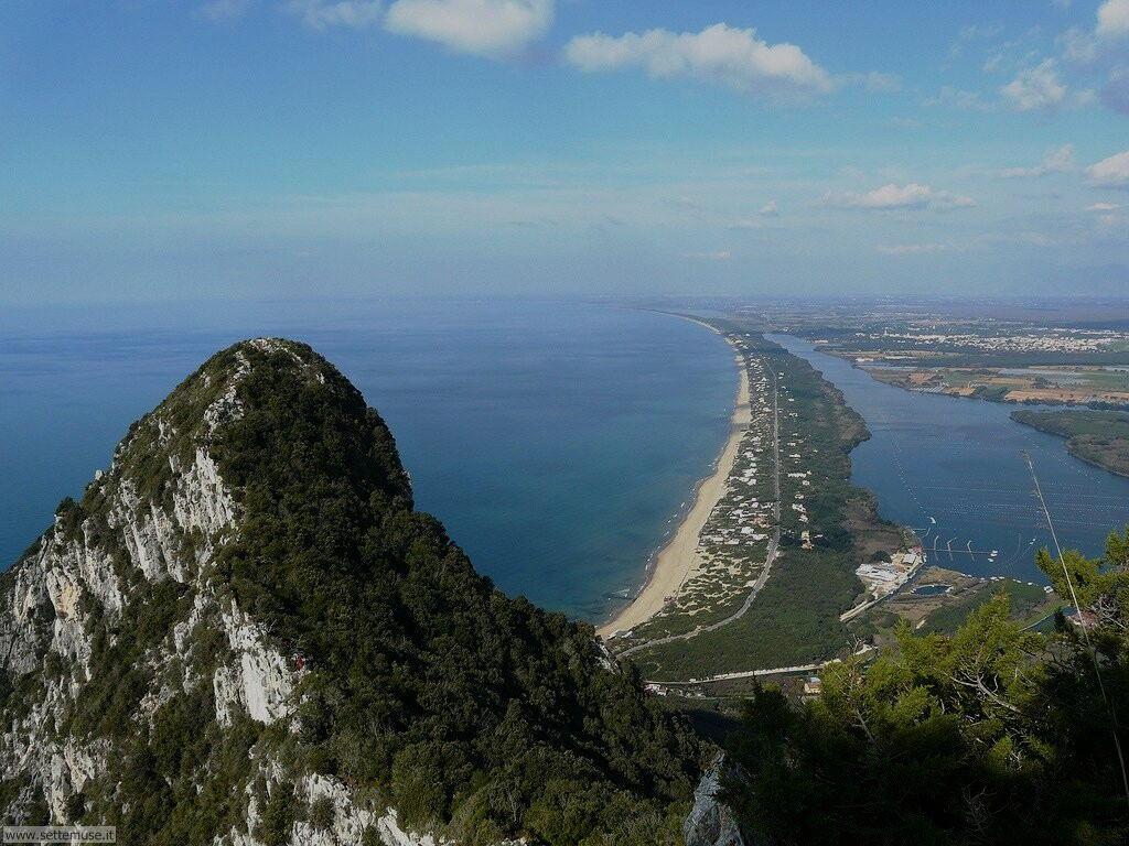 Panorama dal Circeo dune di Sabaudia e lago Paola