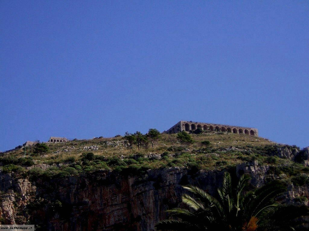 Terracina tempio di Giove guida e foto