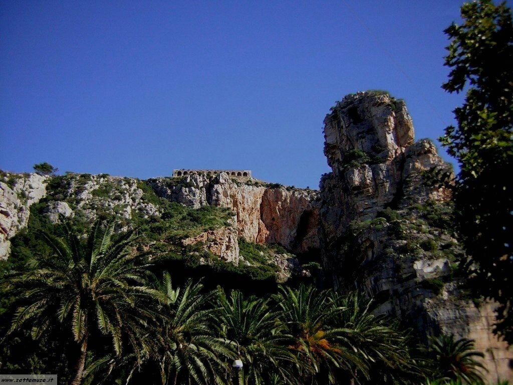 Terracina tempio di Giove guida e foto 11