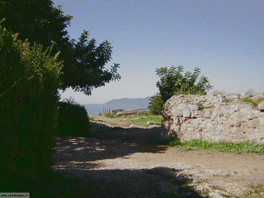 Terracina tempio di Giove guida e foto 39