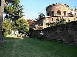 Mausoleo di Santa Costanza - Esterno