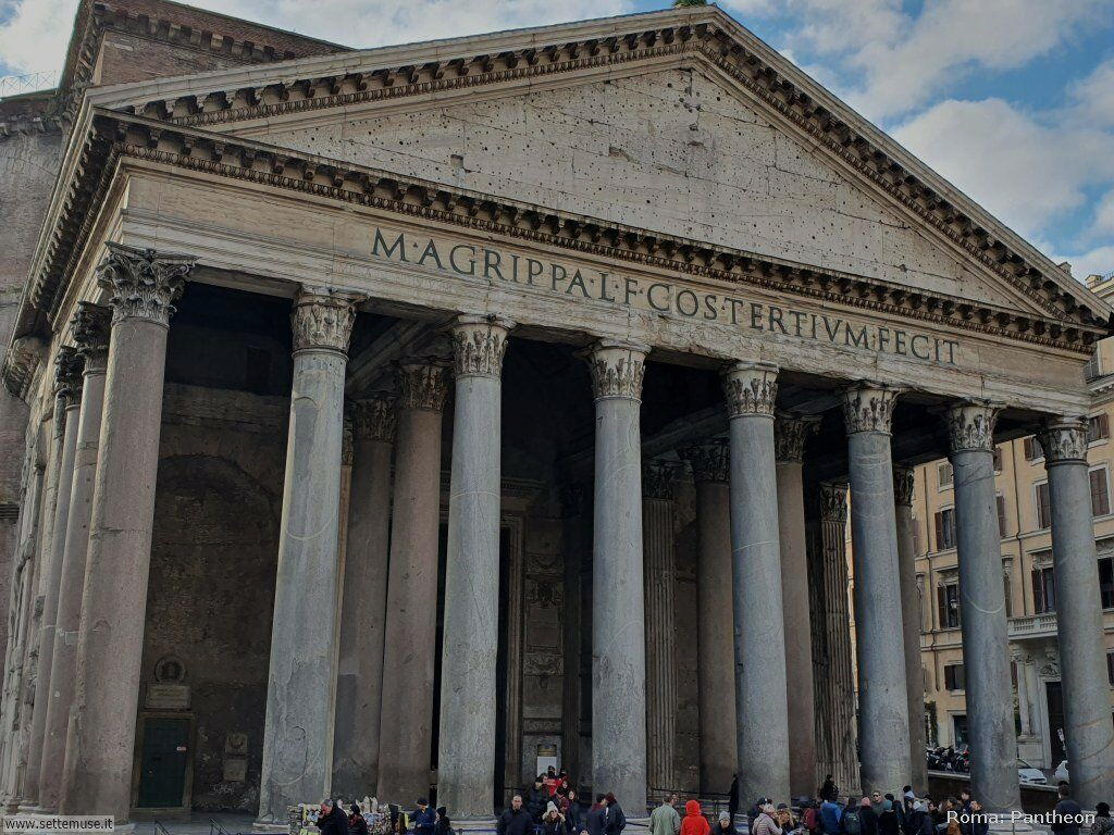 Roma piazza pantheon