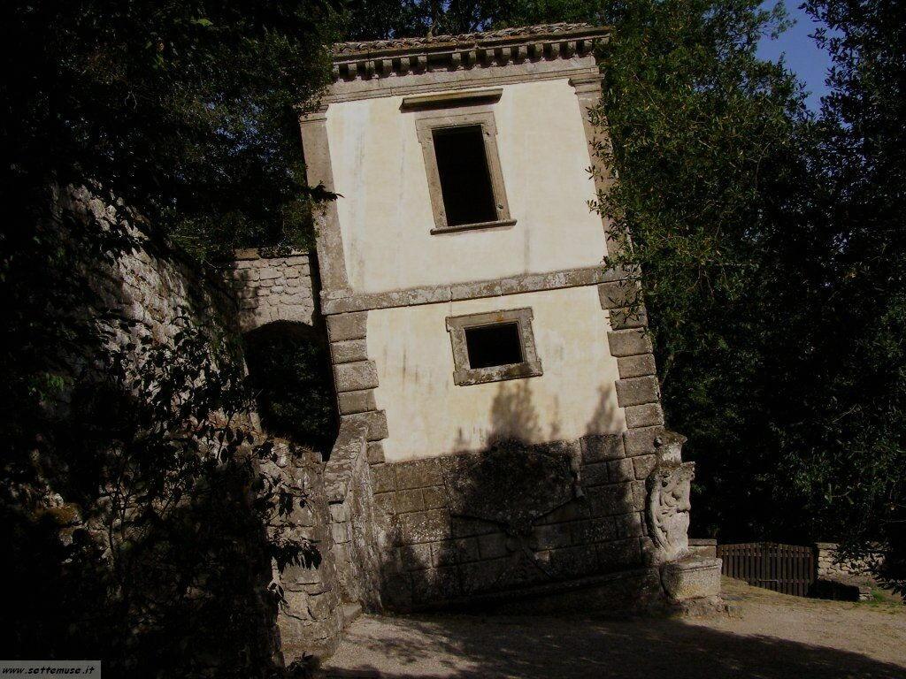 Bomarzo parco dei mostri casa storta foto 27