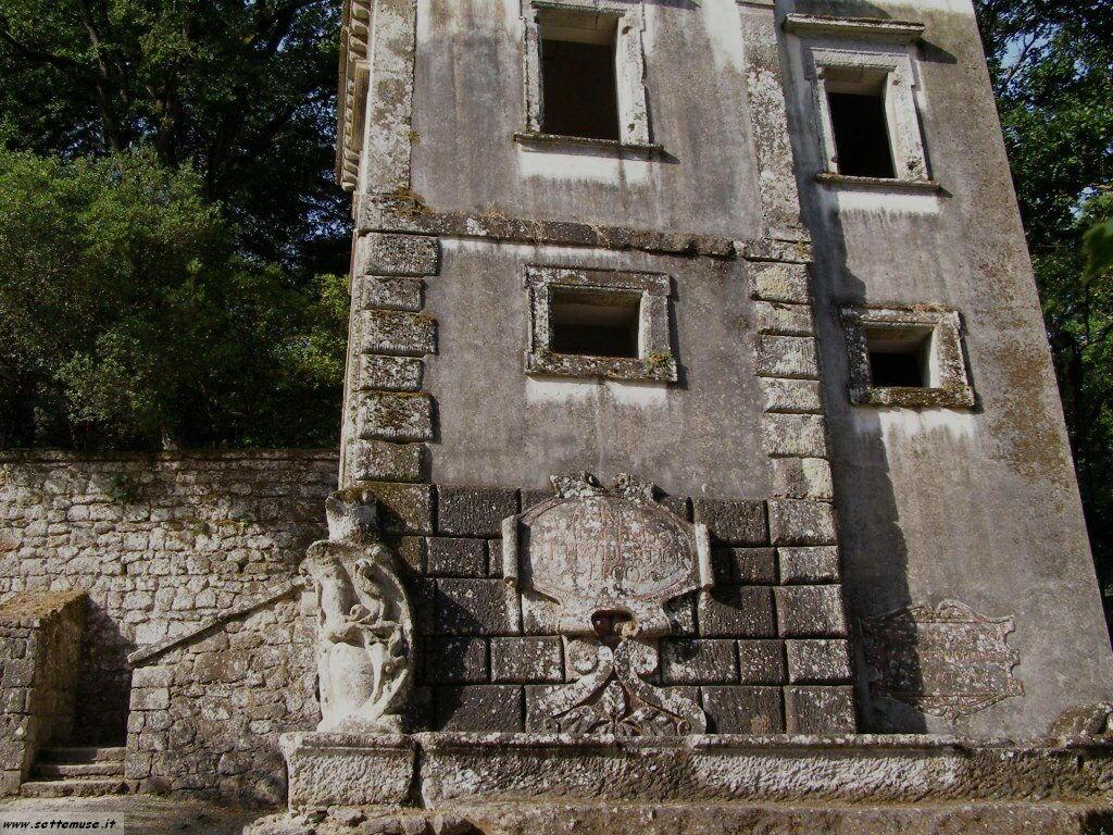 Bomarzo parco dei mostri casa storta foto 28
