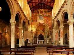 Interno della Chiesa di Santa Maria Maggiore a Tuscania