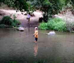 Piccolo pescatore nel Treja
