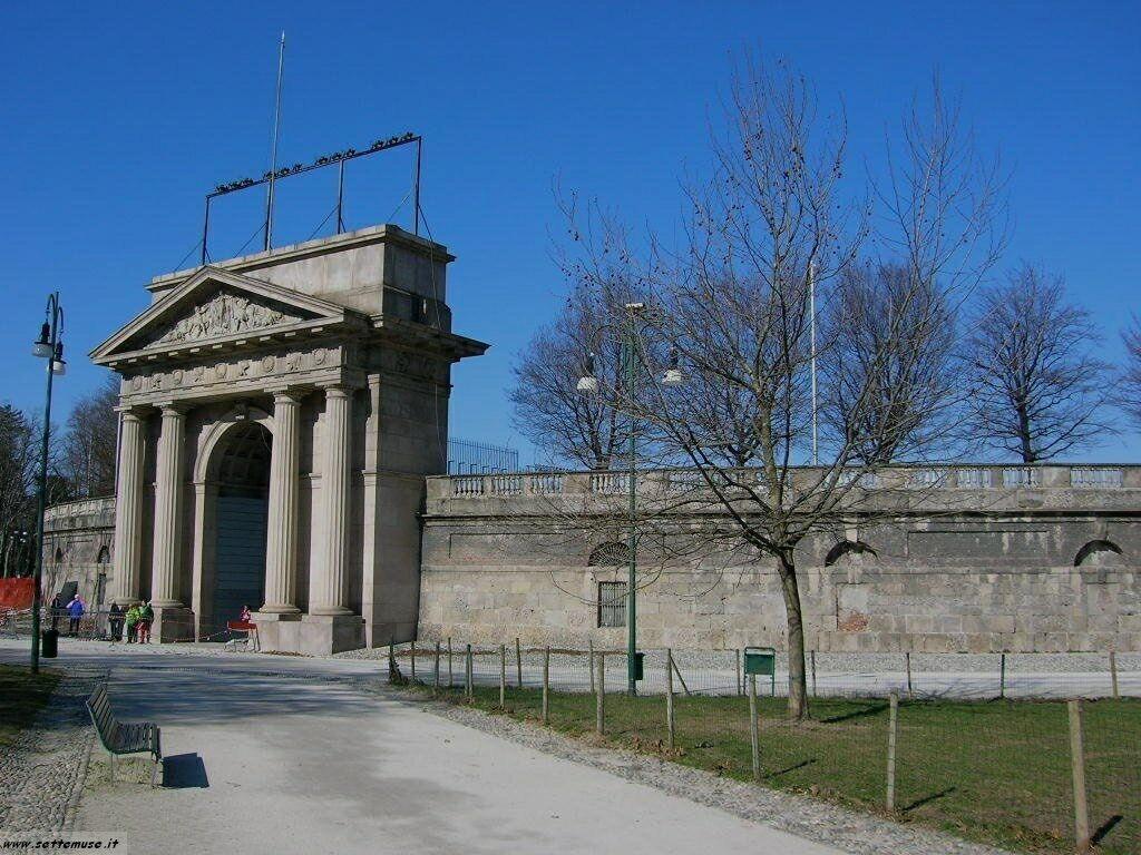 Milano citta arena foto