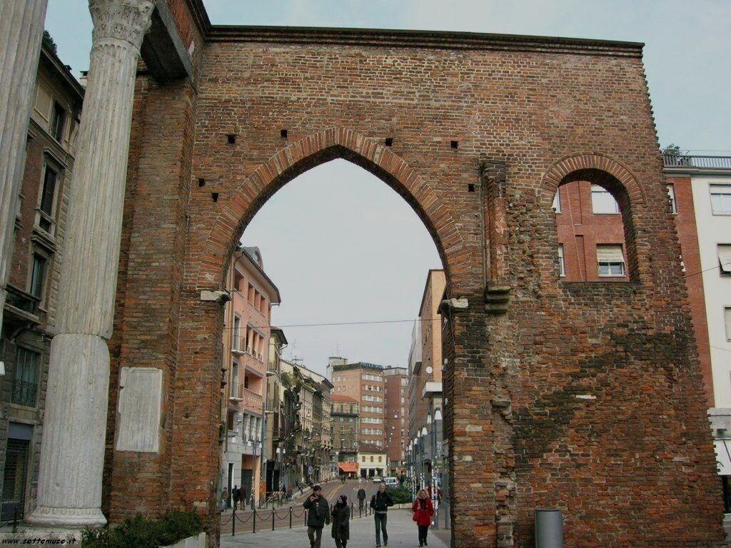 Milano citta colonne di san lorenzo foto