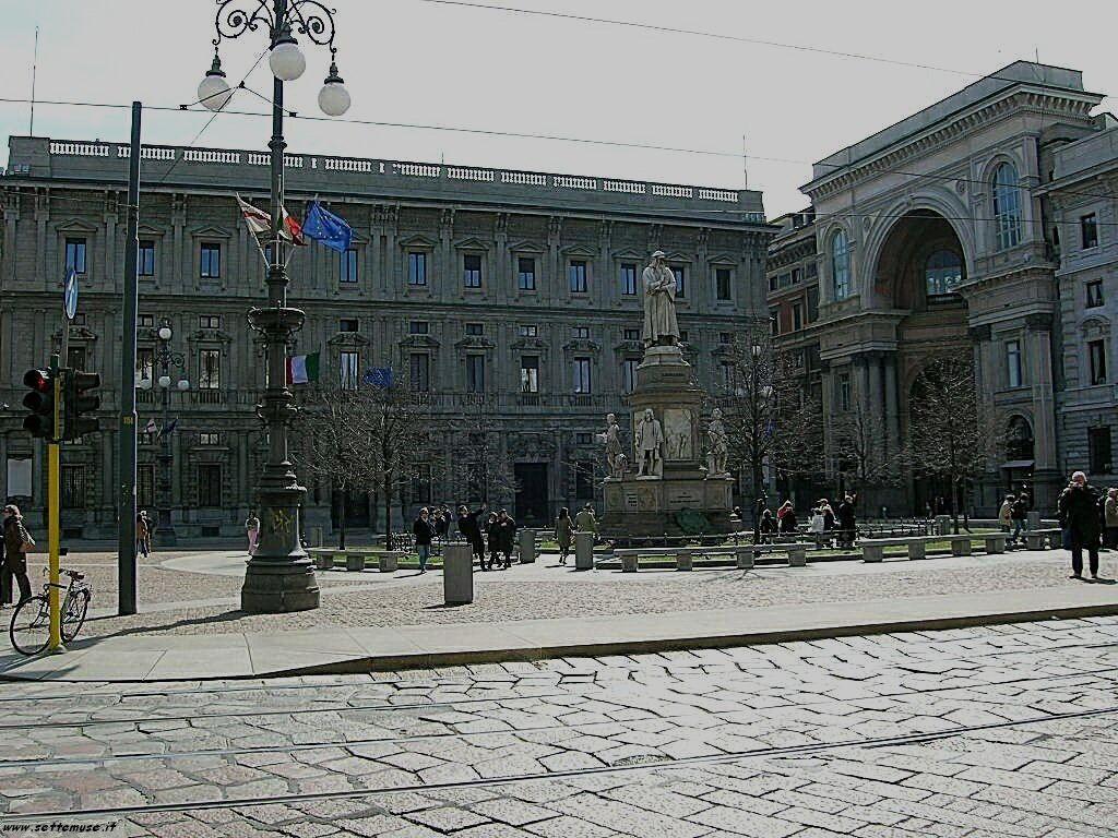 Milano citta piazza della scala foto