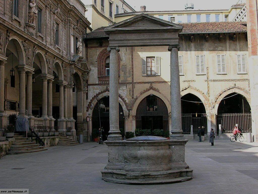 Milano citta piazza mercanti foto