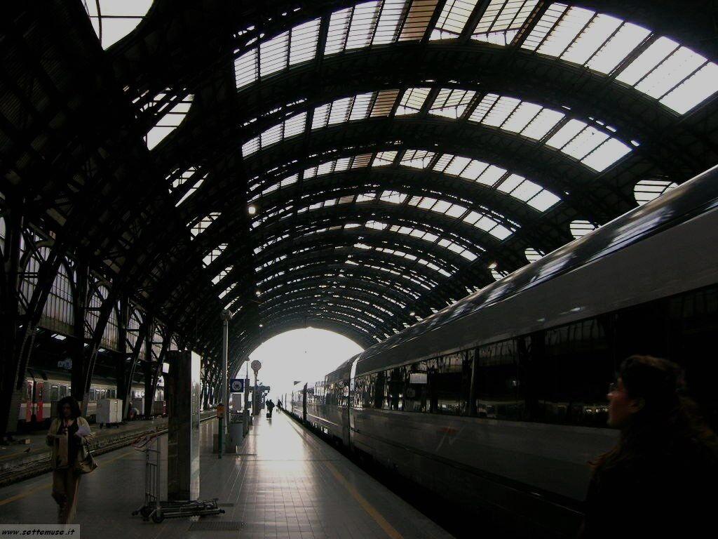 Milano citta stazione centrale foto
