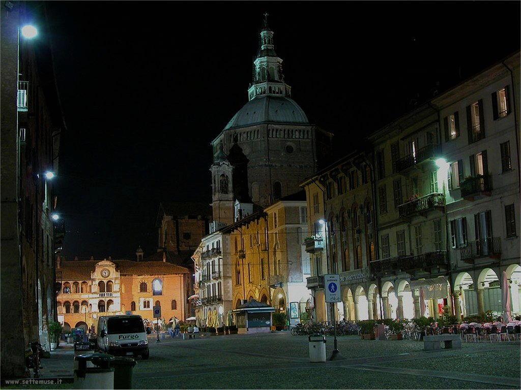 Pavia di notte
