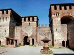 Soncino - Cortile del Castello Sforzesco