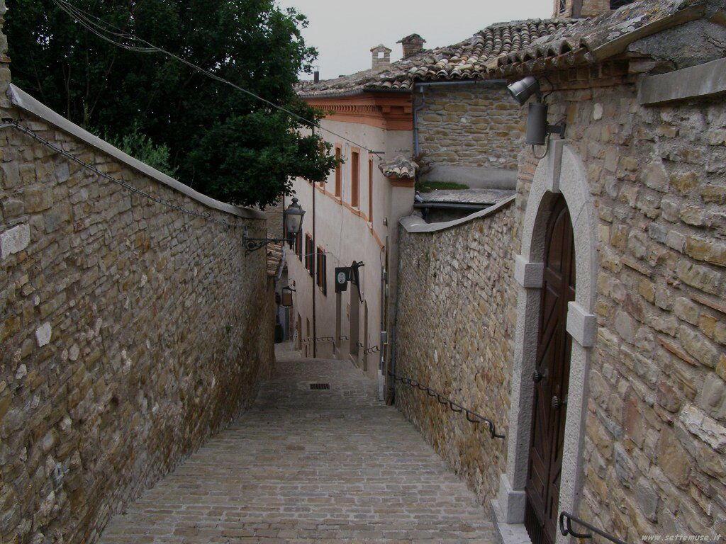 Per le strade di Serra San Quirico