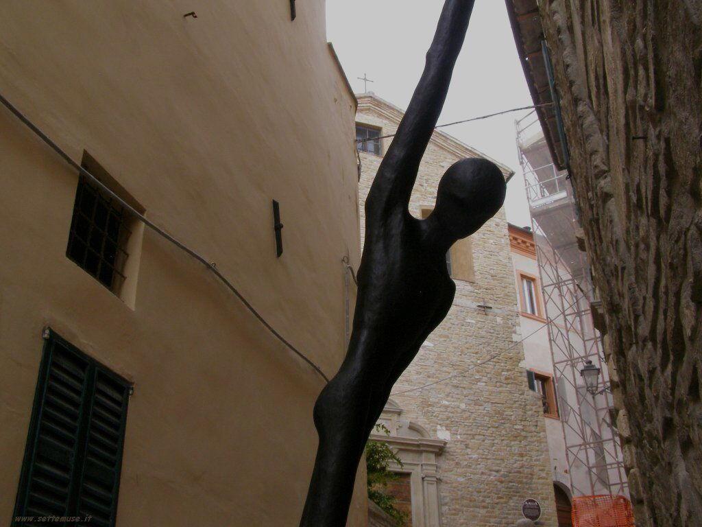 Scultura in strada a Serra San Quirico