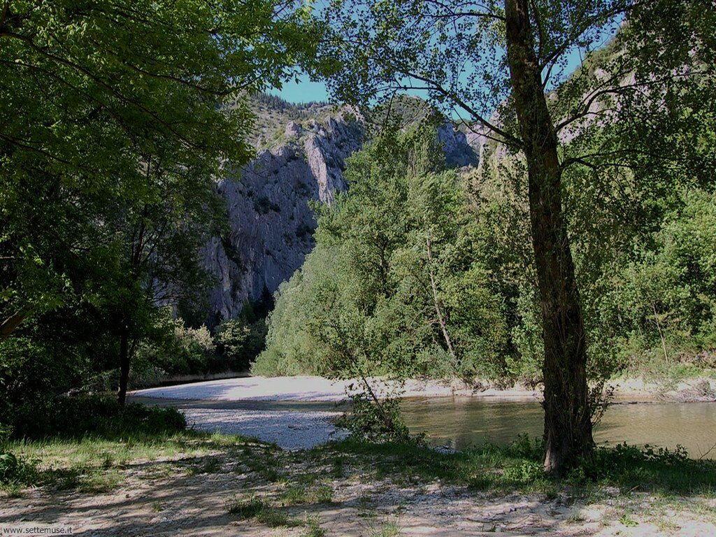 Parco pubblico La Golena, sul fiume Candigliano