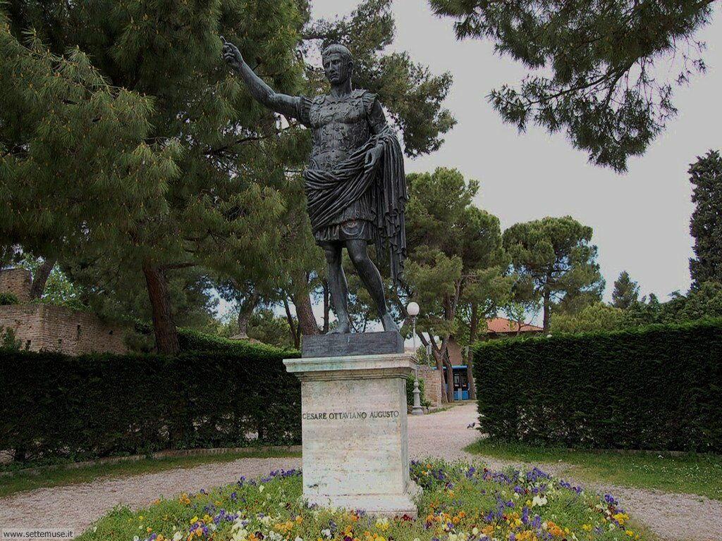 Fano statua di Cesare Ottaviano Augusto