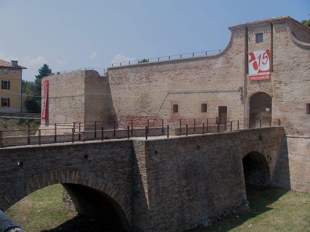 Accesso alla Rocca di Fano