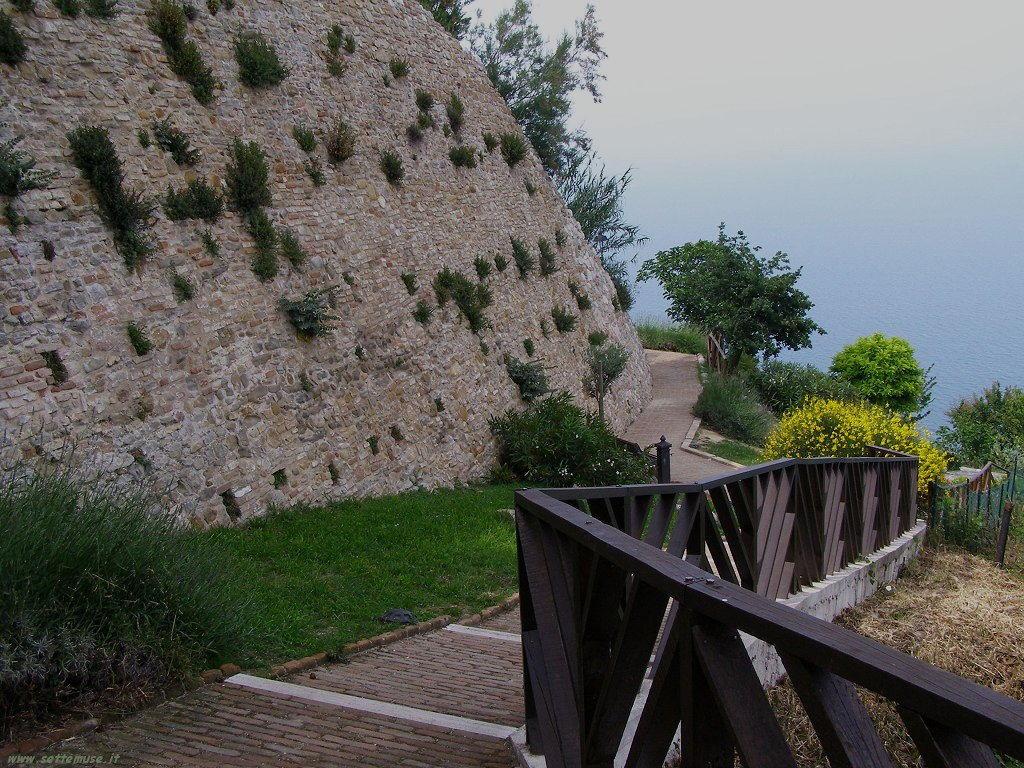 Sentiero a Fiorenzuola di Focara
