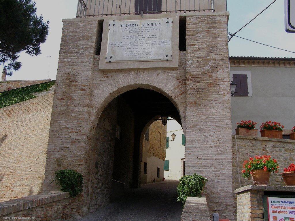 Fiorenzuola di Focara porta di ingresso