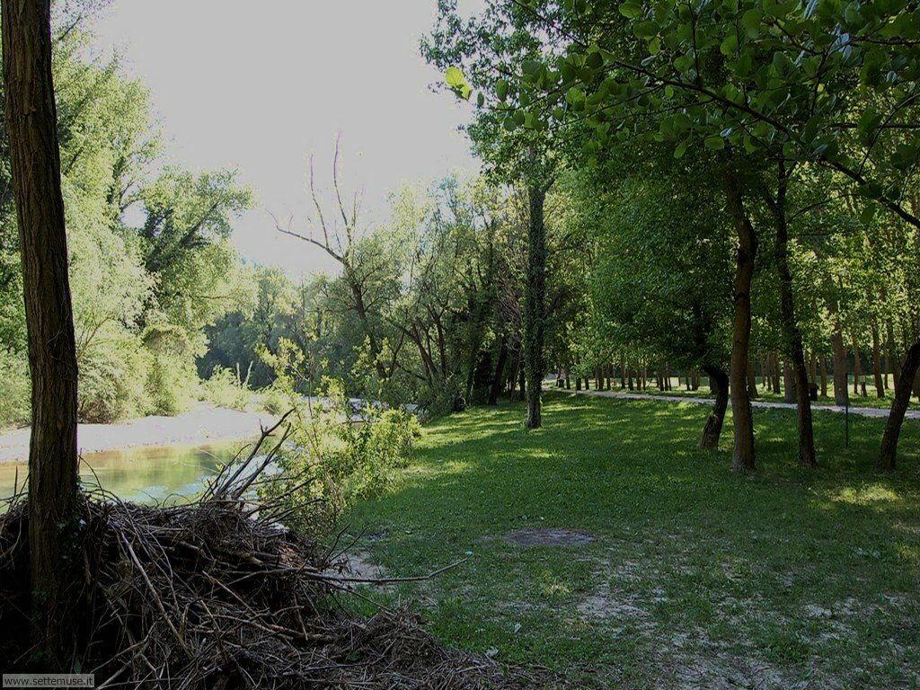 fiume Candigliano e parco pubblico