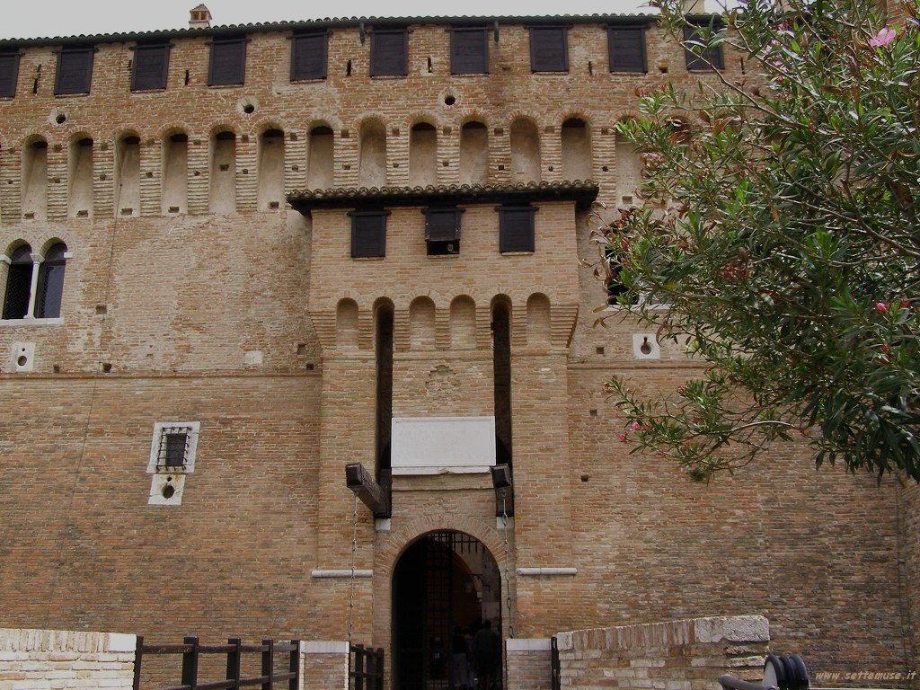 Ingresso con ponte del Castello di Gradara