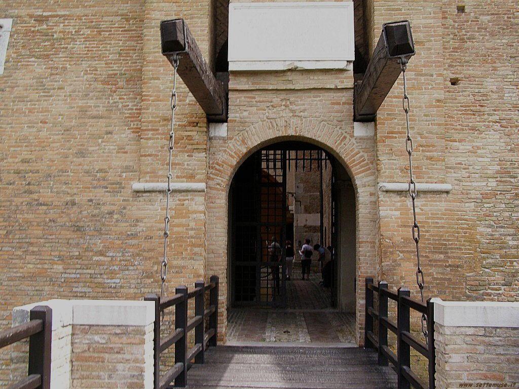 Castello di Gradara ponte levatoio