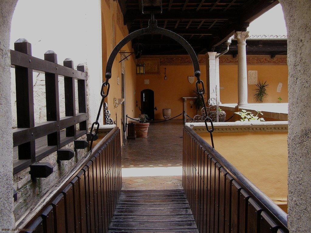 Camminamenti nel Castello di Gradara