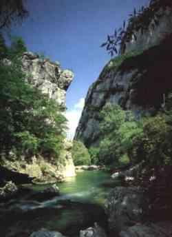 Gola della Rossa, vicino alle Grotte di Frasassi
