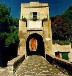 Fiorenzuola di Focara - Ingresso al Castello