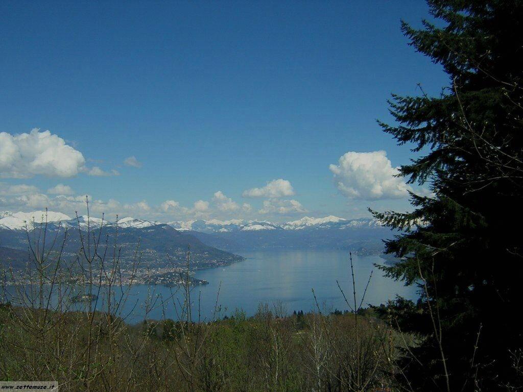 Lago Maggiore visto dalla cima del Mottarone