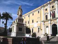 Oristano - Piazza e Monumento ad Eleonora