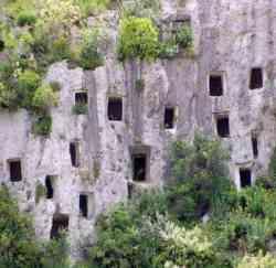 Pantalica - Abitazioni preistoriche