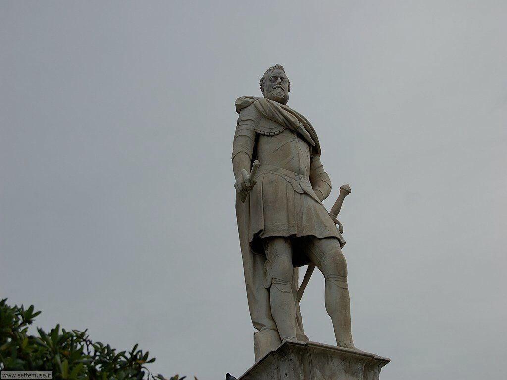 livorno_citta_417 Monumento a Ferdinando I e ai 4 mori