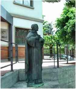 Vicchio - Statua a Beato Angelico