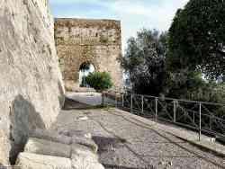 Castiglione della Pescaia - Porta accesso entro le mura