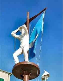 Marina di Cecina - Monumento al Marinaio