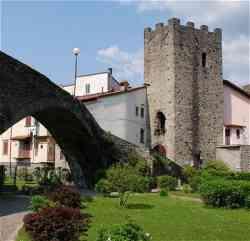 Pontremoli - foto della Torre dei Seratti