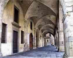 Pistoia - Foto degli antichi portici di Piazza Duomo