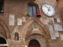 Facciata del Palazzo del Podestà di Buonconvento