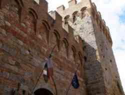 Casole d'Elsa. Le mura e la torre della Porta