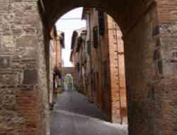 Castelnuovo Berardenga, una via del centro storico