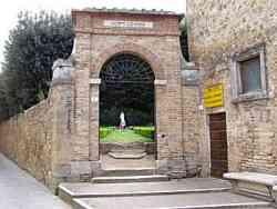 San Quirico D'Orcia Ingresso agli Horti Leonini