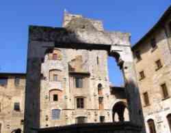 San Gimignano - piazza cisterna