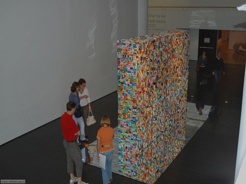 Esposizione di un'opera originale all'interno del museo