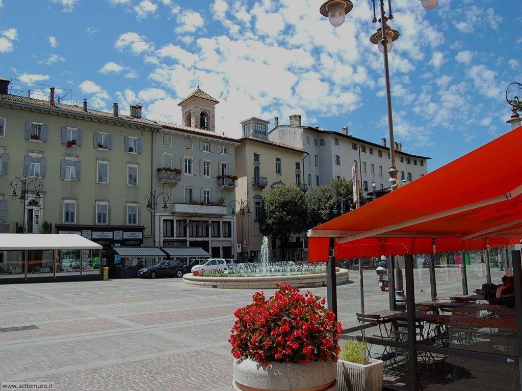 Piazza Rosmini con fontana a Rovereto (Trento)