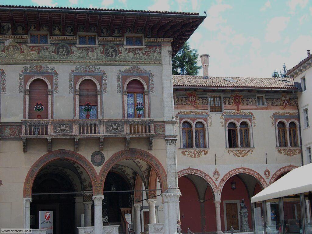 Palazzi di Rovereto, Piazza Rosmini