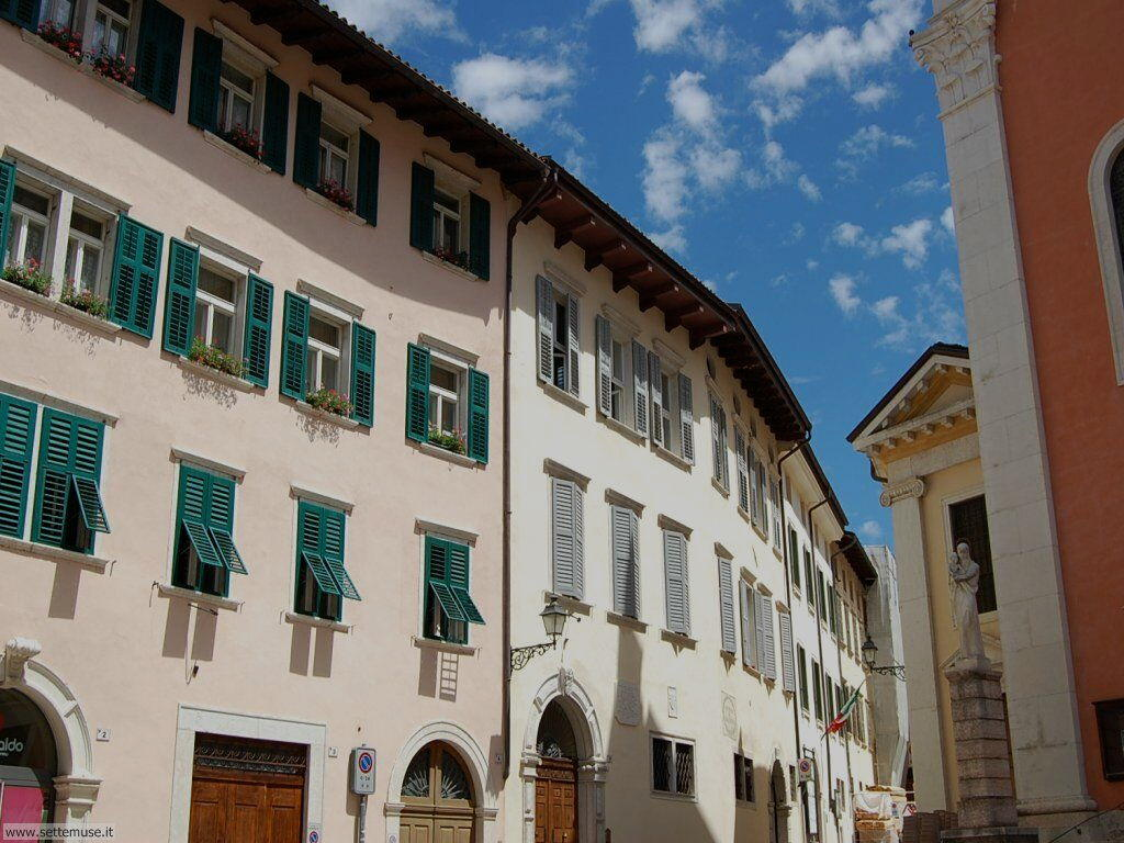 Piazza con Chiesa san Marco