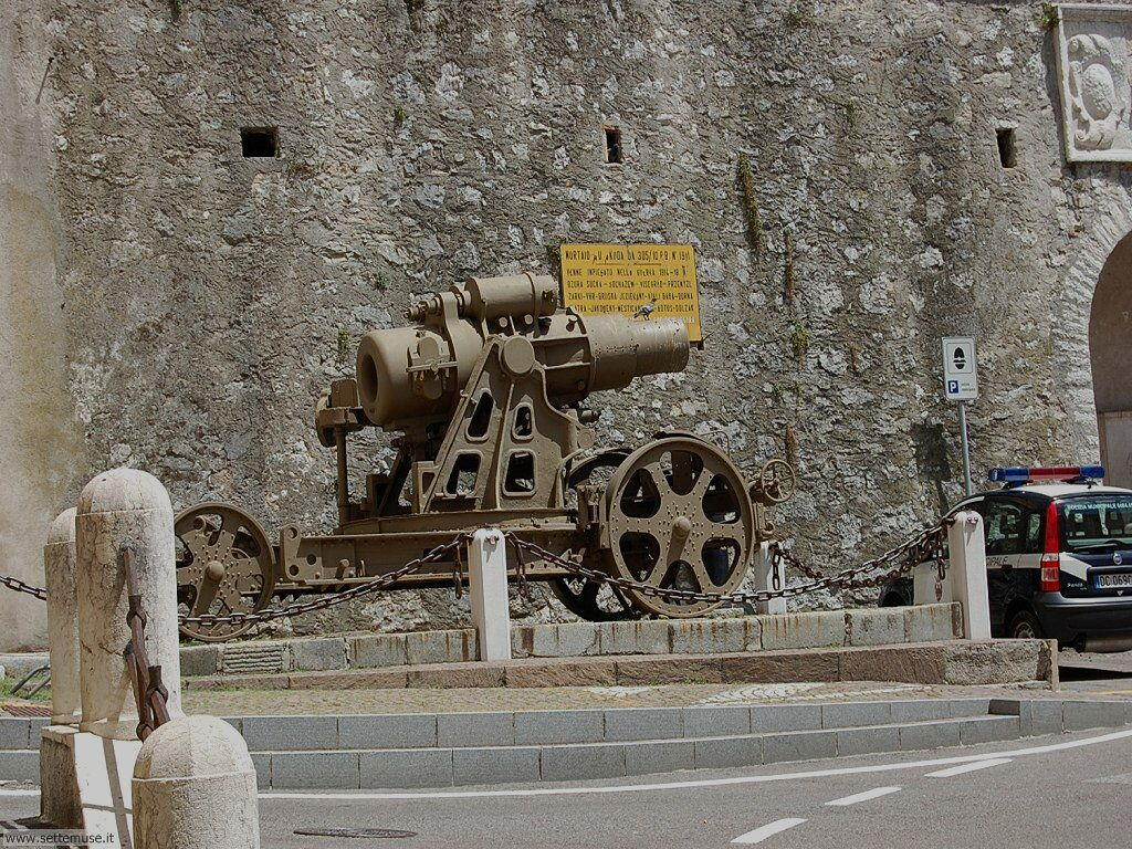 Mortaio, sotto le mura del castello di Rovereto