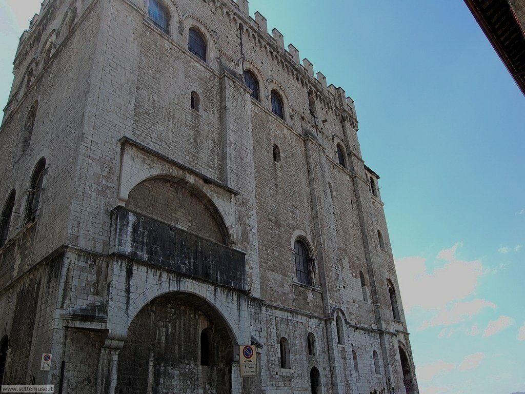 Guida turistica e foto di Gubbio